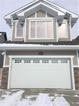 Main Photo: 1022 CHAHLEY Lane NW in Edmonton: Zone 20 House for sale : MLS(r) # E4055798