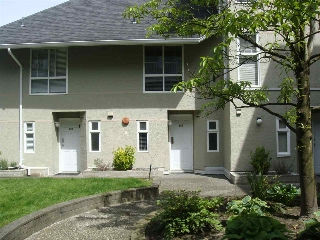 "Main Photo: 102 1570 PRAIRIE Avenue in Port Coquitlam: Glenwood PQ Townhouse for sale in ""VIOLAS"" : MLS(r) # R2168935"