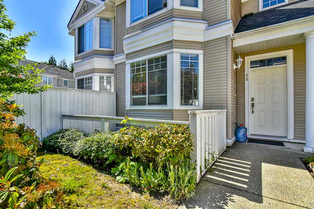 "Photo 2: 88 7501 CUMBERLAND Street in Burnaby: The Crest Townhouse for sale in ""DEERFIELD"" (Burnaby East)  : MLS(r) # R2170143"