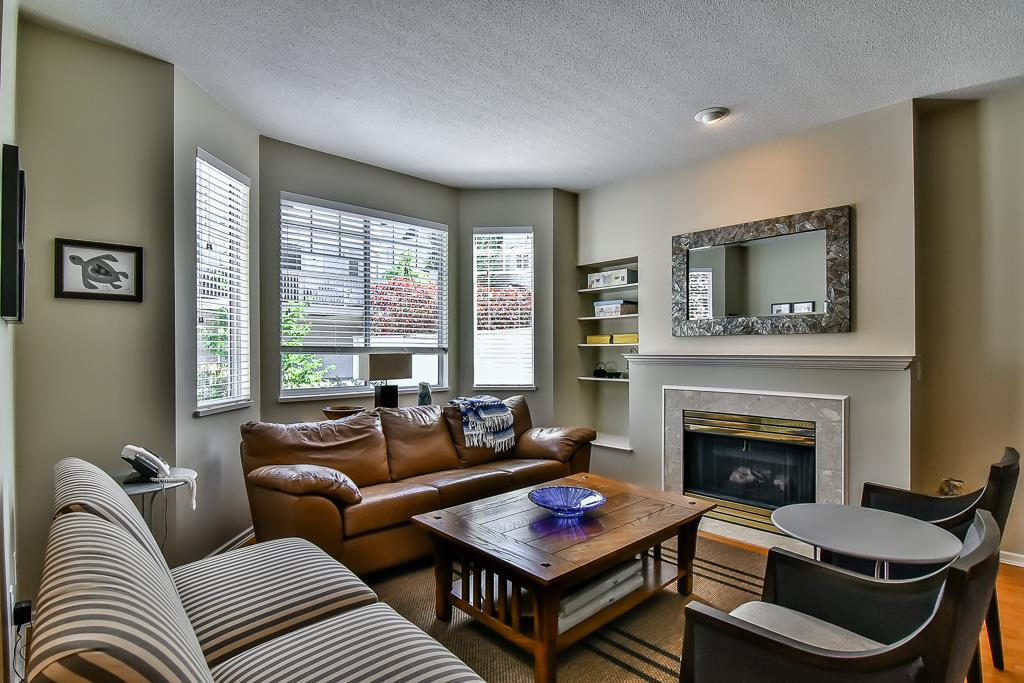 "Photo 3: 88 7501 CUMBERLAND Street in Burnaby: The Crest Townhouse for sale in ""DEERFIELD"" (Burnaby East)  : MLS(r) # R2170143"
