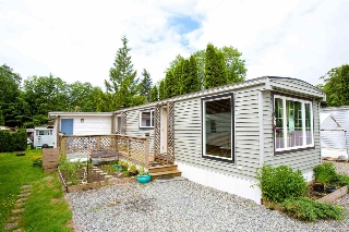 "Main Photo: 68 1413 SUNSHINE COAST Highway in Gibsons: Gibsons & Area Manufactured Home for sale in ""THE POPLARS"" (Sunshine Coast)  : MLS(r) # R2172133"
