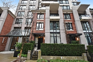 "Main Photo: 930 HOMER Street in Vancouver: Yaletown Townhouse for sale in ""YALETOWN PARK"" (Vancouver West)  : MLS(r) # R2179444"