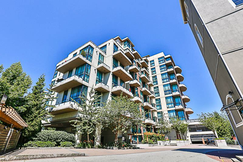 "Main Photo: 324 10 RENAISSANCE Square in New Westminster: Quay Condo for sale in ""MURANO LOFTS"" : MLS®# R2186275"
