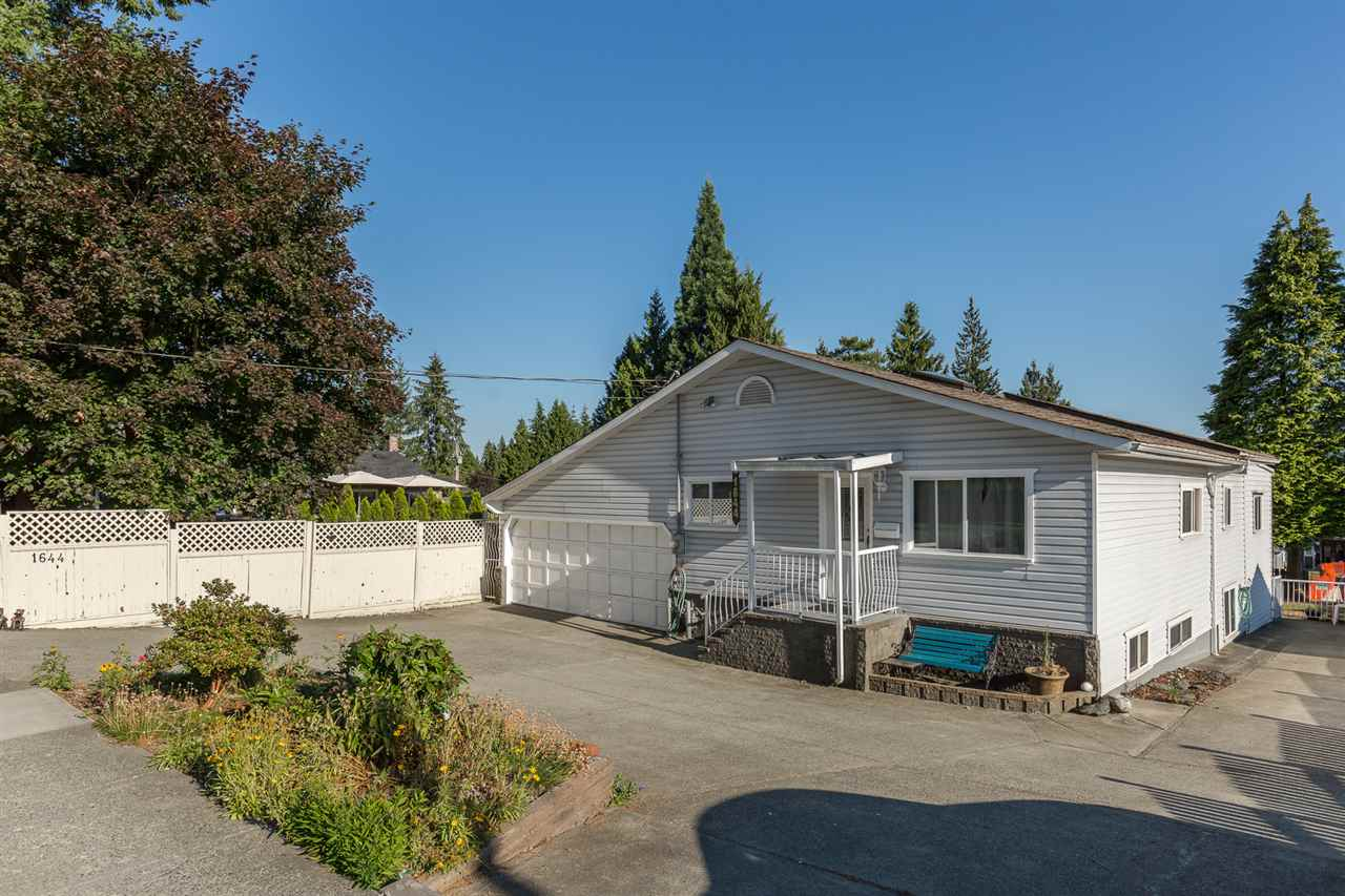 "Photo 2: 1644 AUSTIN Avenue in Coquitlam: Central Coquitlam House for sale in ""AUSTIN HEIGHTS"" : MLS® # R2188934"