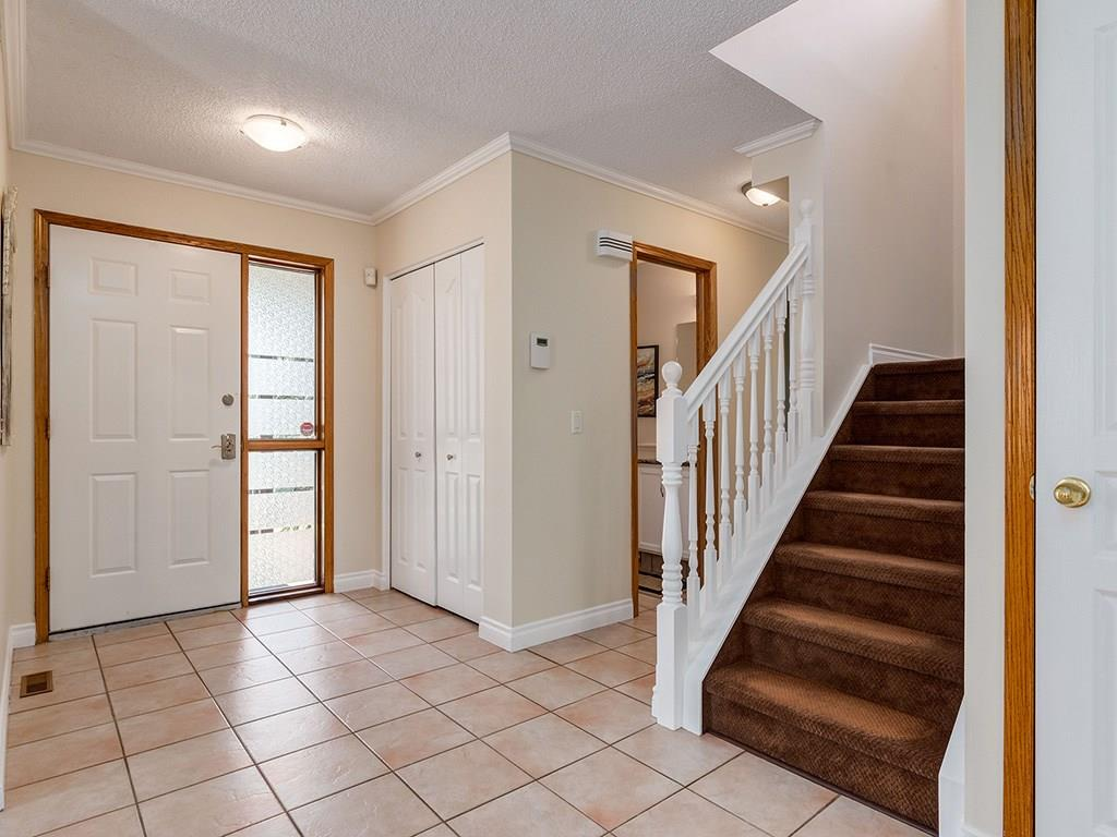 Photo 2: 20 RIVERSIDE Place SE in Calgary: Riverbend House for sale : MLS® # C4129406