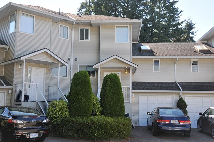 Main Photo: 8 19240 119 Avenue in Pitt Meadows: Central Meadows Townhouse for sale : MLS® # R2193548