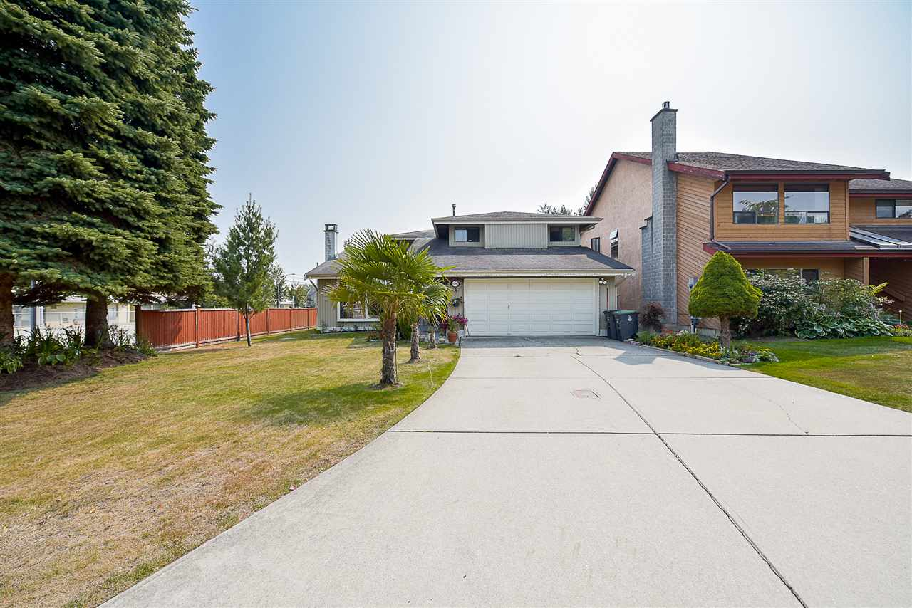 "Main Photo: 13390 65B Avenue in Surrey: West Newton House for sale in ""WEST NEWTON"" : MLS®# R2198299"