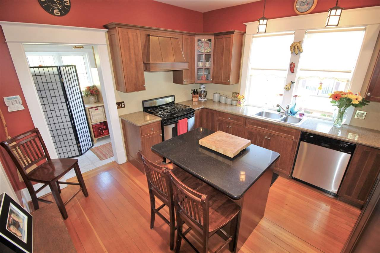 Photo 8: 335 PINE Street in New Westminster: Queens Park House for sale : MLS® # R2202054