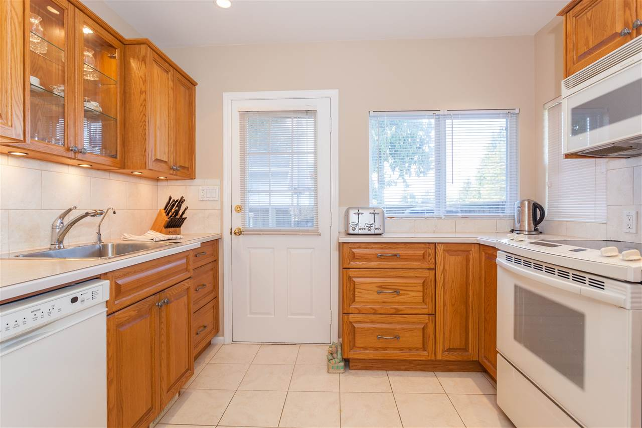 Photo 10: 6495 WALKER Avenue in Burnaby: Upper Deer Lake House for sale (Burnaby South)  : MLS® # R2205445