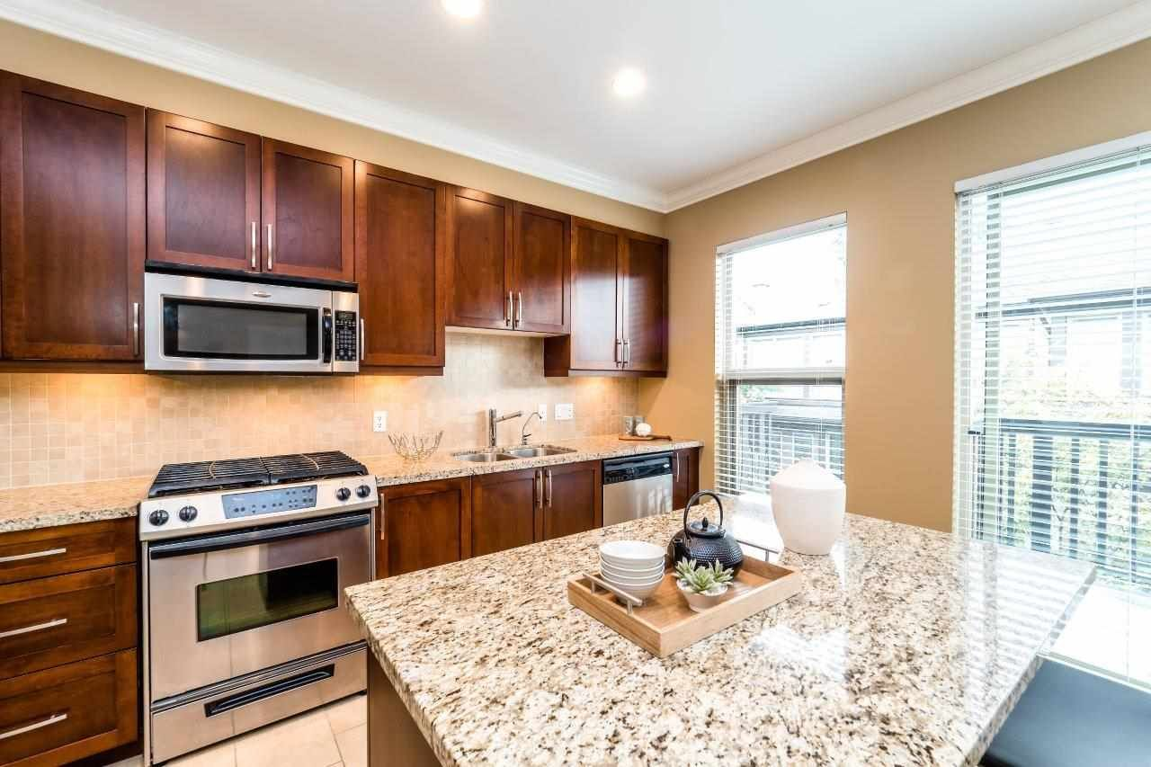 Main Photo: 10 308 E 14TH Street in North Vancouver: Central Lonsdale Townhouse for sale : MLS® # R2207277