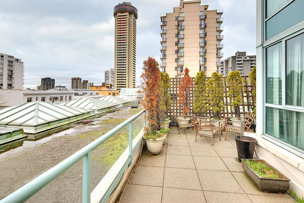 "Main Photo: 301 789 JERVIS Street in Vancouver: West End VW Condo for sale in ""JERVIS COURT"" (Vancouver West)  : MLS®# R2236913"