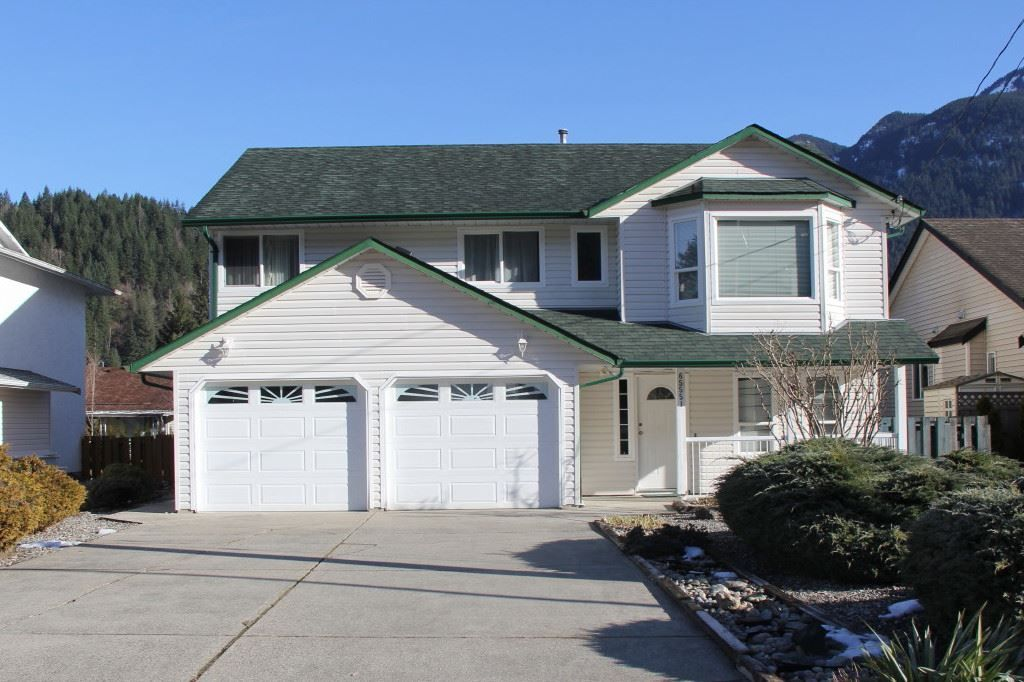 Main Photo: 65551 DOGWOOD Drive in Hope: Hope Kawkawa Lake House for sale : MLS®# R2242236