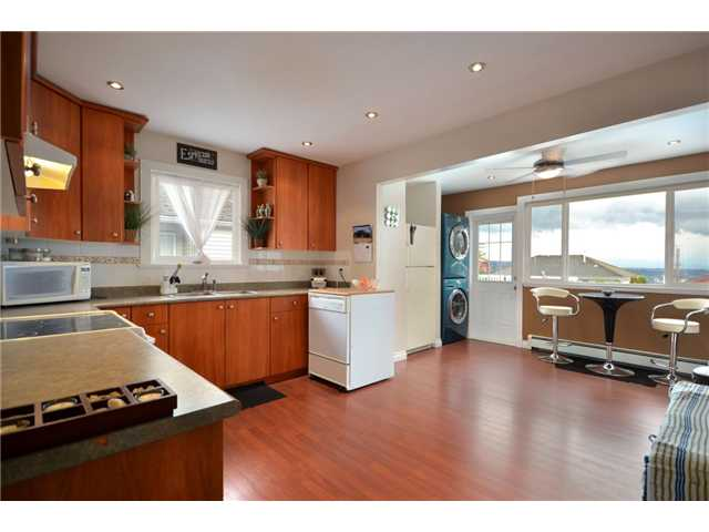 Photo 3: 338 E 6TH Avenue in New Westminster: The Heights NW House for sale : MLS(r) # V914175