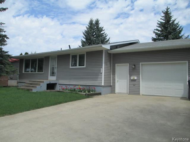 Main Photo: 320 4th Avenue Southwest in DAUPHIN: Manitoba Other Residential for sale : MLS® # 1412304