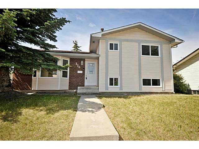 Main Photo: 216 TEMPLEWOOD Place NE in Calgary: Temple Residential Detached Single Family for sale : MLS® # C3645044