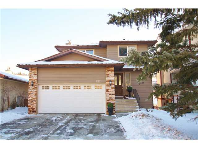 Main Photo: 152 EDGEWOOD Drive NW in Calgary: Edgemont Residential Detached Single Family for sale : MLS(r) # C3645471