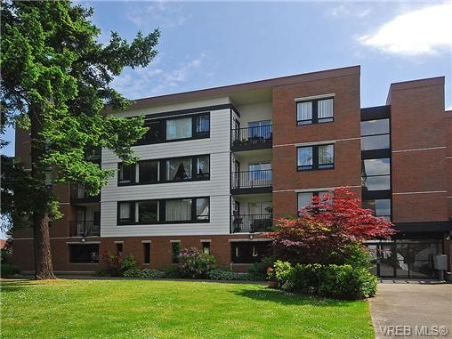 Main Photo: 208 520 Foster Street in VICTORIA: Es Saxe Point Condo Apartment for sale (Esquimalt)  : MLS(r) # 351674