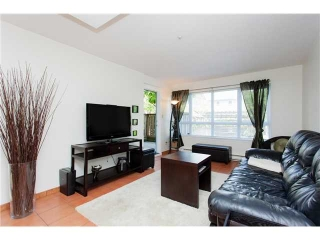 Main Photo: 104 3480 YARDLEY AVENUE in : Collingwood VE Condo for sale : MLS®# V1099525