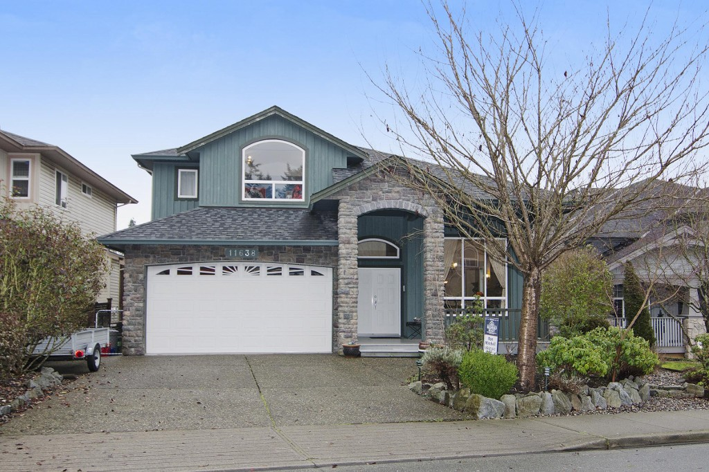 Main Photo: 11638 CREEKSIDE Street in Maple Ridge: Cottonwood MR House for sale : MLS®# R2034481