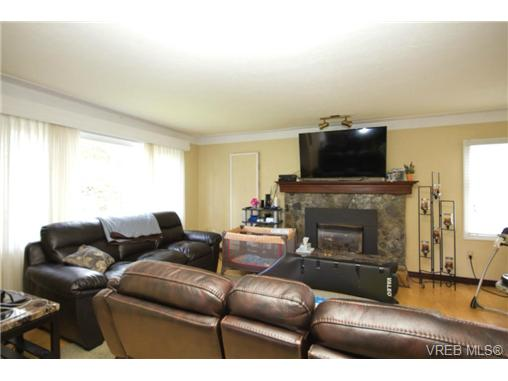 Photo 4: 3053 Shoreview Drive in VICTORIA: La Glen Lake Single Family Detached for sale (Langford)  : MLS® # 362128