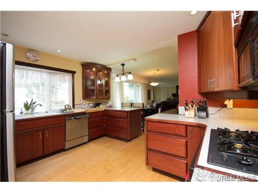 Photo 3: 3053 Shoreview Drive in VICTORIA: La Glen Lake Single Family Detached for sale (Langford)  : MLS® # 362128