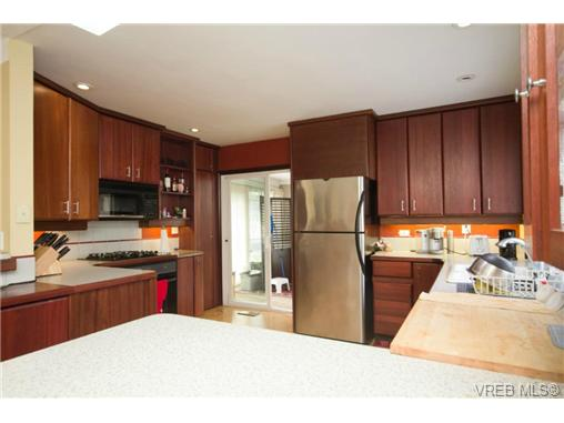 Large custom kitchen with gas cooktop in solid mahogany