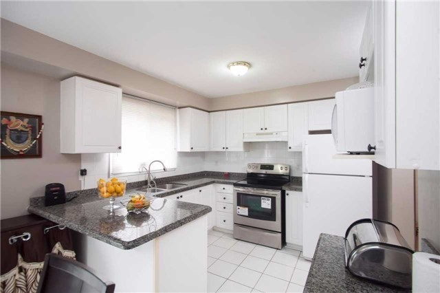 Main Photo: 27 1480 Britannia Road in Mississauga: East Credit Condo for sale : MLS(r) # W3481852