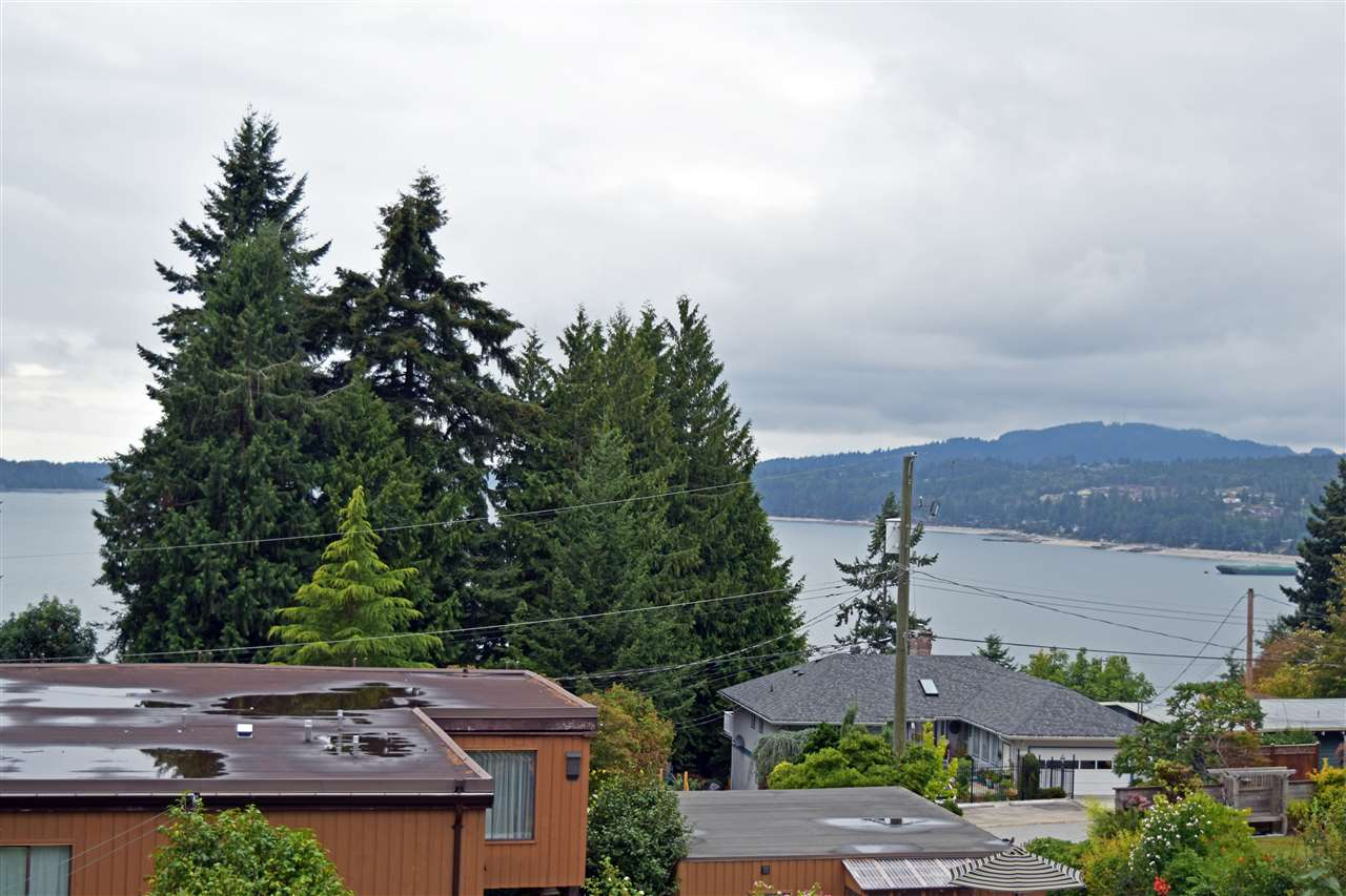 Photo 2: Photos: 5203 RADCLIFFE Road in Sechelt: Sechelt District House for sale (Sunshine Coast)  : MLS® # R2097487