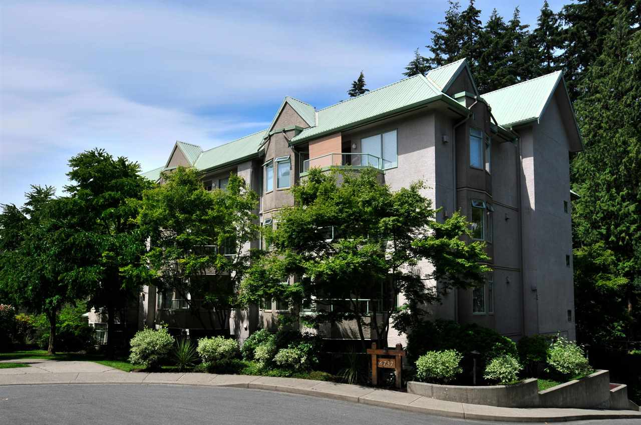 "Main Photo: 104 6737 STATION HILL Court in Burnaby: South Slope Condo for sale in ""THE COURTYARDS"" (Burnaby South)  : MLS®# R2139889"