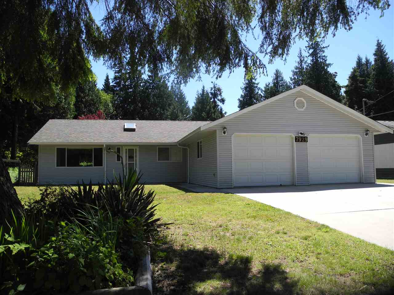 "Main Photo: 7929 SOUTHWOOD Road in Halfmoon Bay: Halfmn Bay Secret Cv Redroofs House for sale in ""Welcome woods"" (Sunshine Coast)  : MLS® # R2181599"