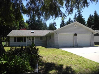 "Main Photo: 7929 SOUTHWOOD Road in Halfmoon Bay: Halfmn Bay Secret Cv Redroofs House for sale in ""Welcome woods"" (Sunshine Coast)  : MLS(r) # R2181599"