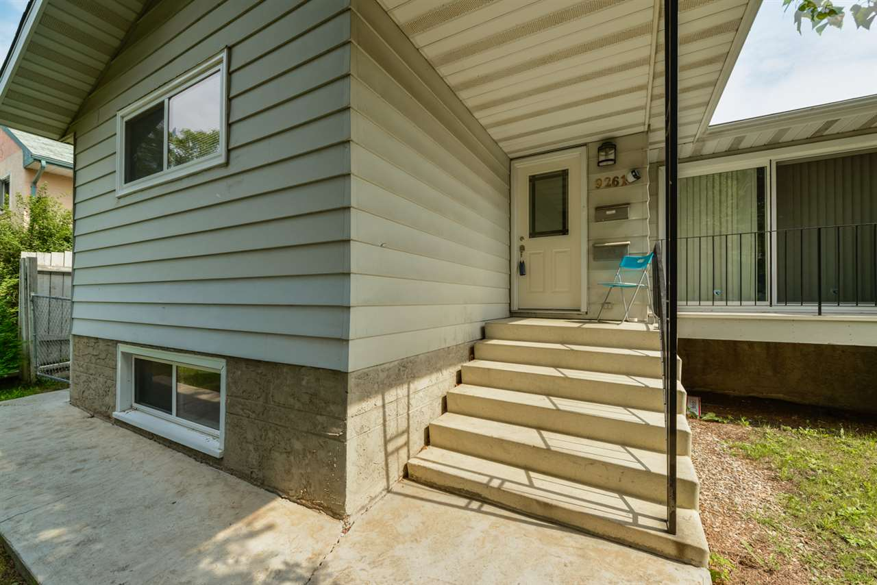Main Photo: 9261 91 Street in Edmonton: Zone 18 House Half Duplex for sale : MLS® # E4078212