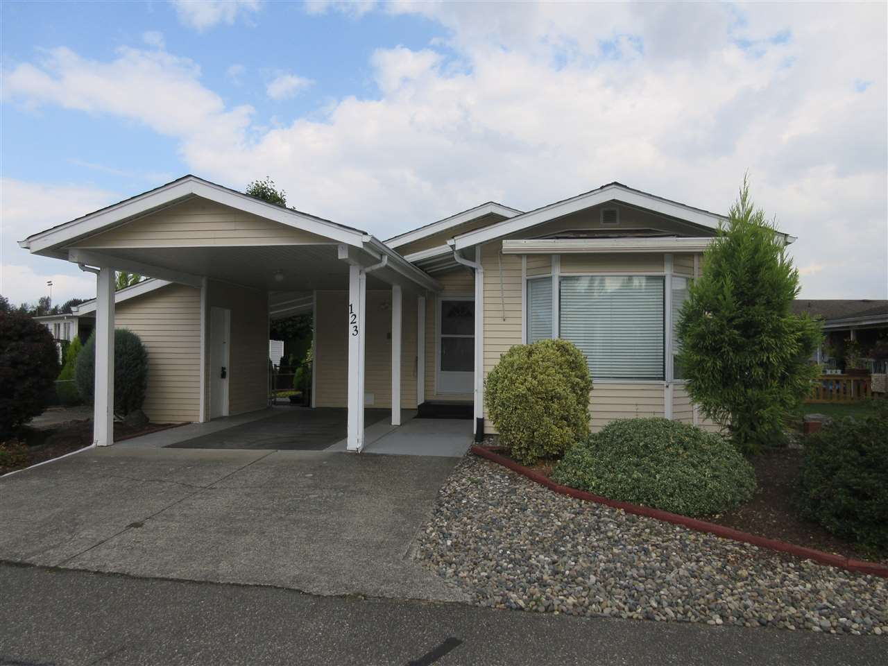 Main Photo: 123 9055 ASHWELL Road in Chilliwack: Chilliwack W Young-Well Manufactured Home for sale : MLS®# R2302198