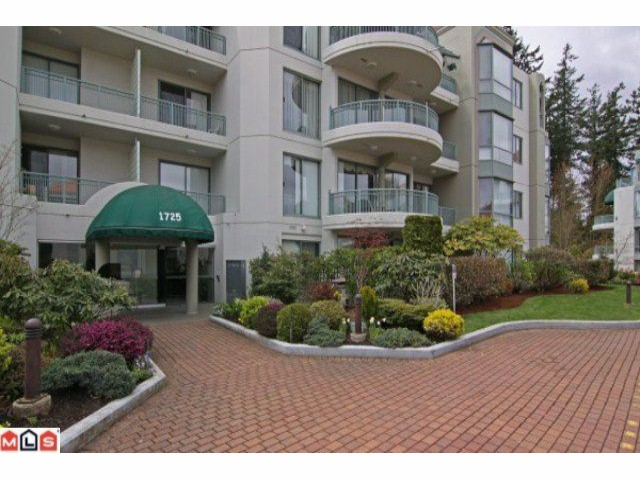 "Main Photo: 405 1725 MARTIN Drive in Surrey: Sunnyside Park Surrey Condo for sale in ""Southwynd"" (South Surrey White Rock)  : MLS® # F1111139"