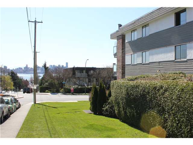 "Photo 10: 10 308 W 2ND Street in North Vancouver: Lower Lonsdale Condo for sale in ""Mohan Gardens"" : MLS® # V1055350"