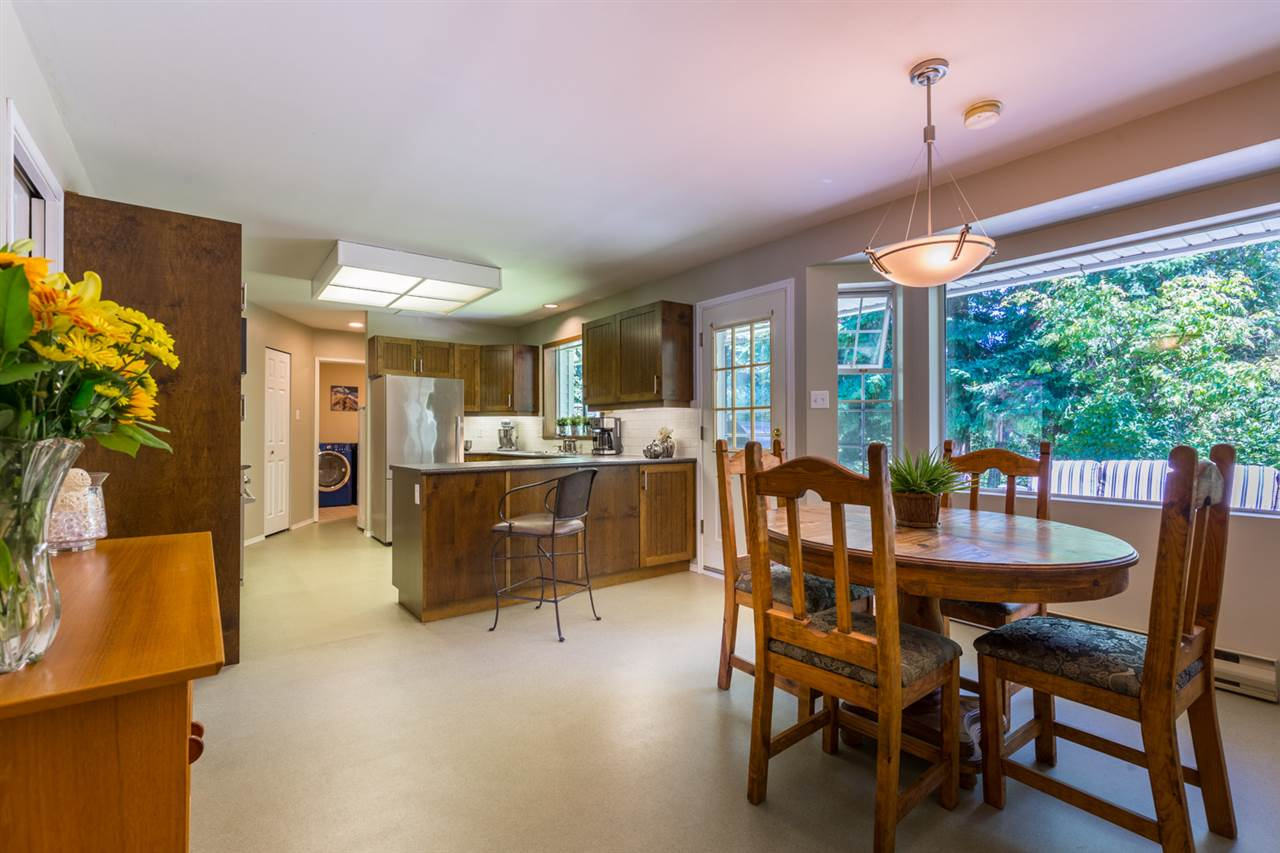 Photo 3 1524 CYPRESS Way In Gibsons Area House For Sale