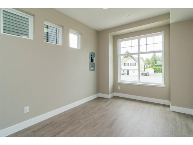 Photo 3: 2710 MCMILLAN Road in Abbotsford: Abbotsford East House for sale : MLS® # R2152600