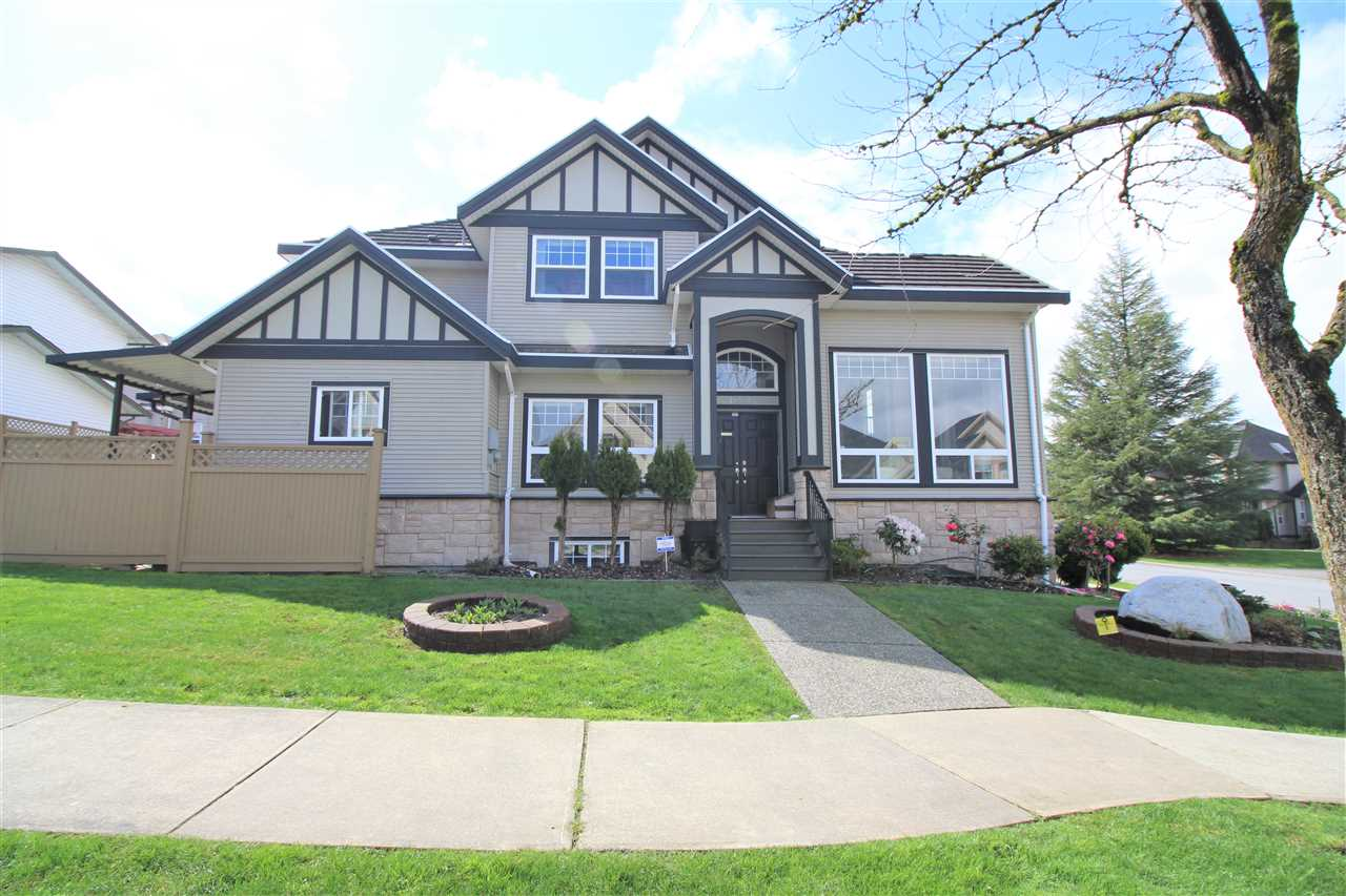 Main Photo: 18306 67 Avenue in Surrey: Cloverdale BC House for sale (Cloverdale)  : MLS®# R2157112