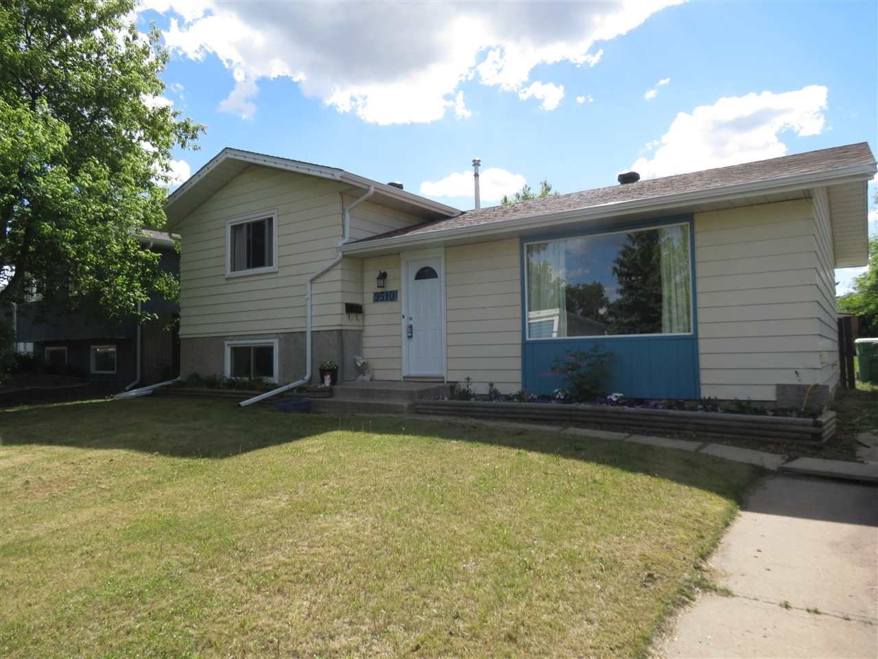 Photo 2: 9510 97 Street: Morinville House for sale : MLS® # E4067875