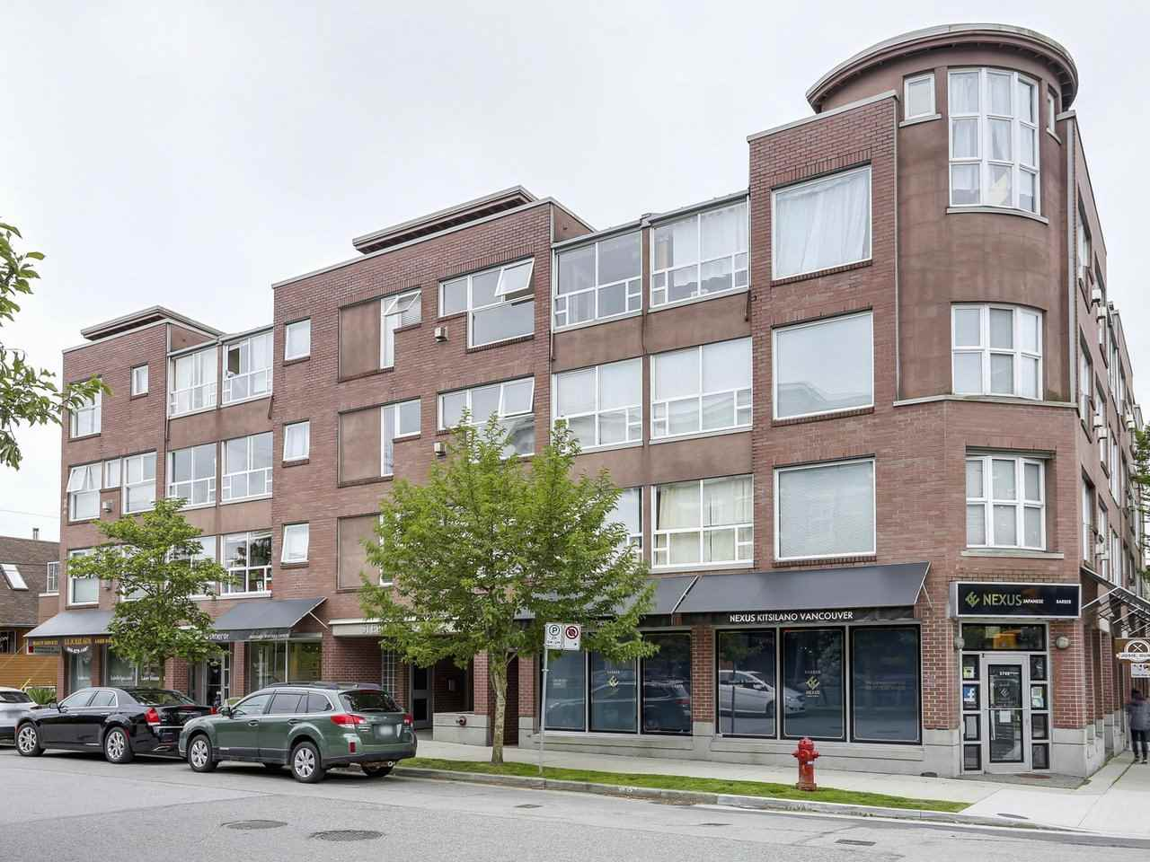"Photo 1: 406 2025 STEPHENS Street in Vancouver: Kitsilano Condo for sale in ""Stephens Court"" (Vancouver West)  : MLS(r) # R2178000"