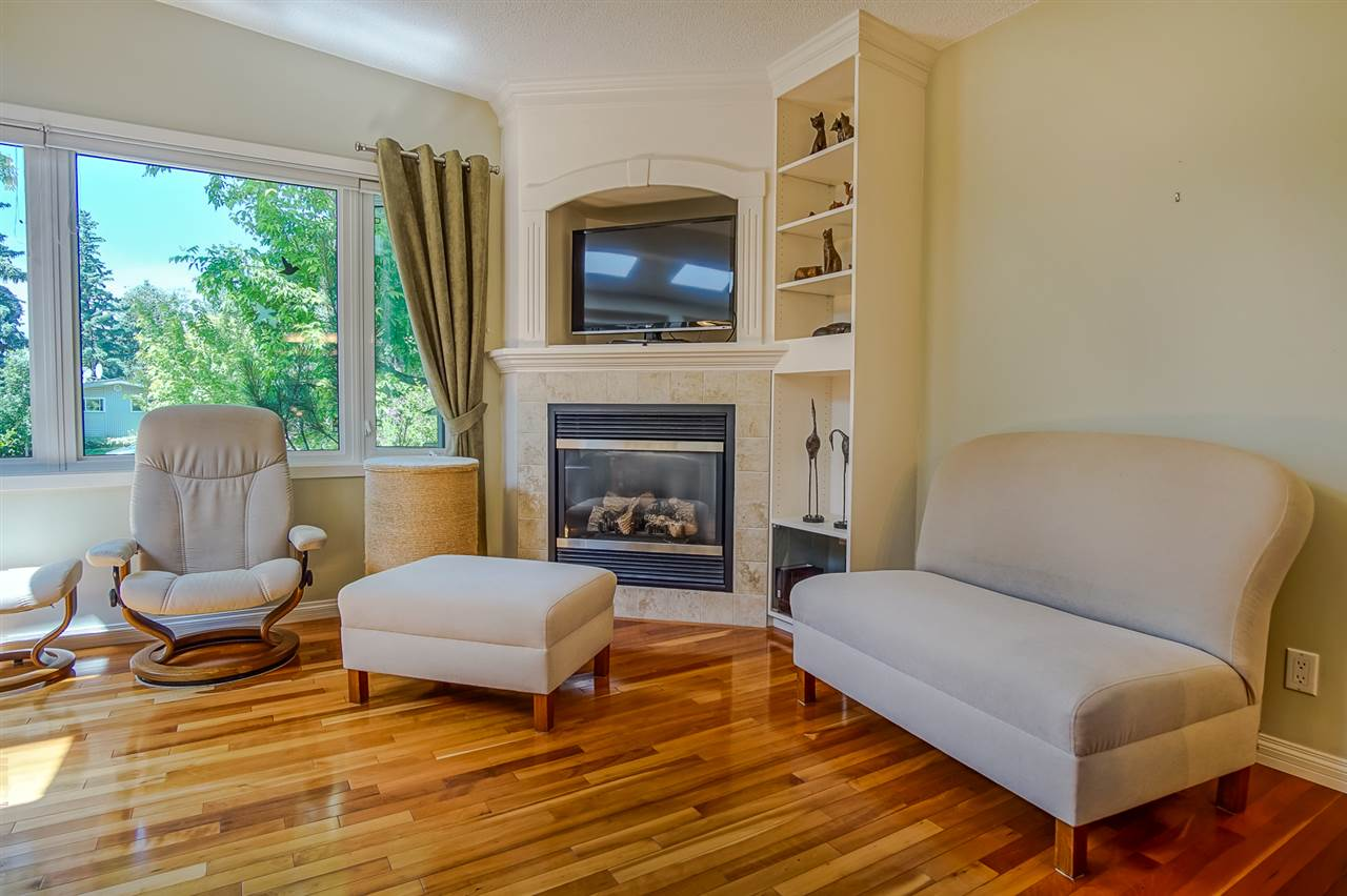 Bright Spacious Living Room with Vaulted Ceiling, Gas Fireplace (controlled by remote) and Gorgeous Hardwood Flooring