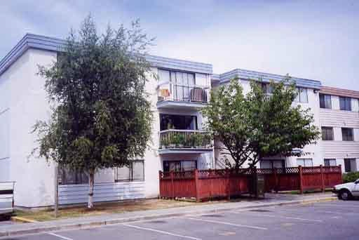"Photo 1: 107 7180 LINDSAY Road in Richmond: Granville Condo for sale in ""SUSSEX SQUARE"" : MLS® # R2186940"