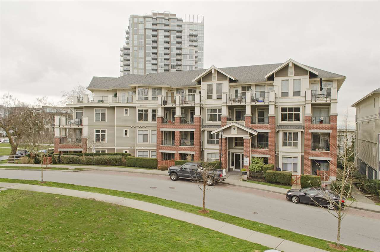 "Main Photo: 109 285 ROSS Drive in New Westminster: Fraserview NW Condo for sale in ""THE GROVE AT VICTORIA HILL"" : MLS®# R2249644"