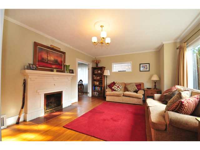Photo 2: 4273 W 10TH Avenue in Vancouver: Point Grey House  (Vancouver West)  : MLS(r) # V869519