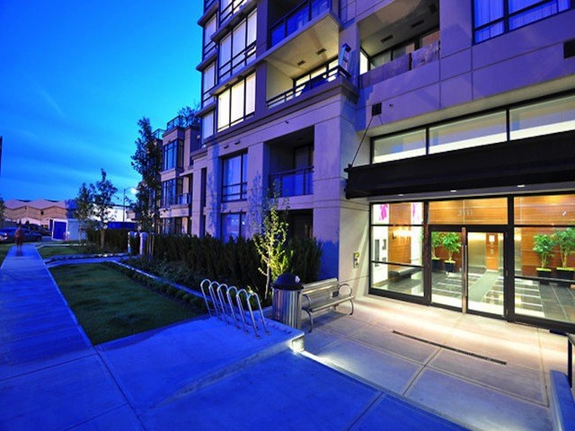 "Main Photo: 1602 3333 CORVETTE Way in Richmond: West Cambie Condo for sale in ""WALL CENTRE RICHMOND"" : MLS® # V1102801"