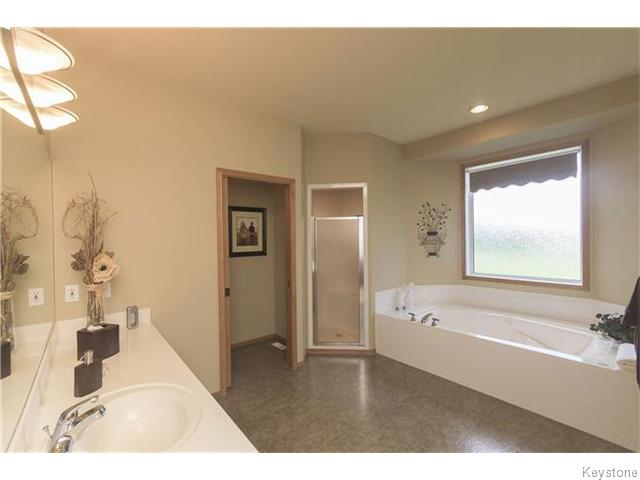 Photo 16: 159 EAGLE CREEK Drive in ESTPAUL: Birdshill Area Residential for sale (North East Winnipeg)  : MLS(r) # 1523029