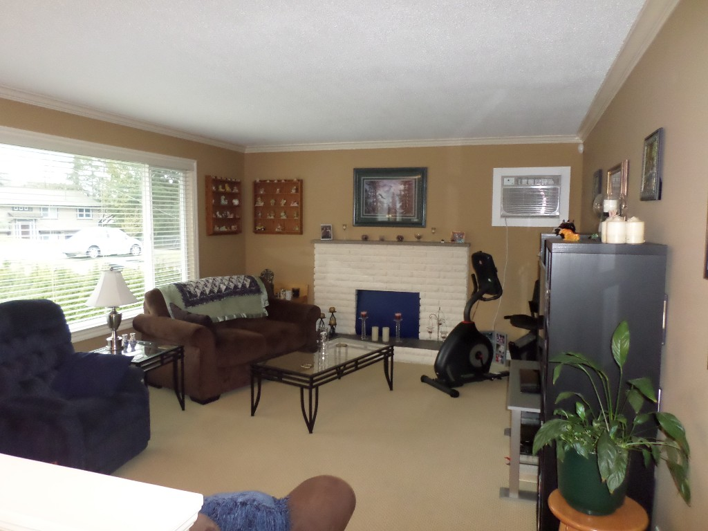 Photo 2: 34405 IMMEL Street in Abbotsford: Abbotsford East House for sale : MLS(r) # R2035991