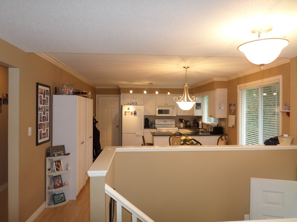 Photo 3: 34405 IMMEL Street in Abbotsford: Abbotsford East House for sale : MLS(r) # R2035991