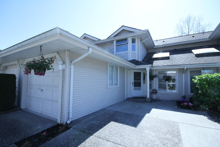 "Main Photo: 26 9045 WALNUT GROVE Drive in Langley: Walnut Grove Townhouse for sale in ""Bridlewoods"" : MLS® # R2054515"