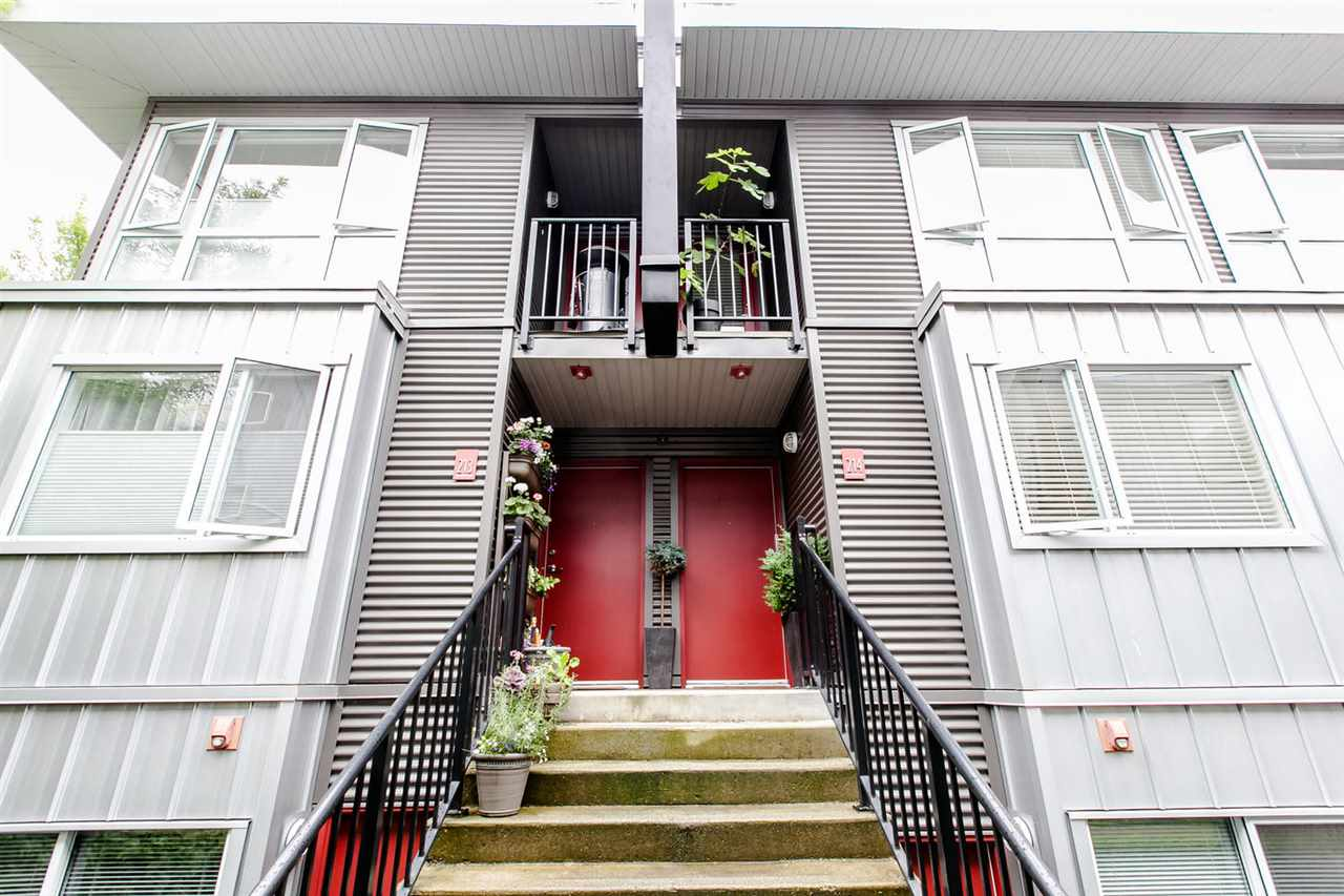 "Main Photo: 214 672 W 6TH Avenue in Vancouver: Fairview VW Townhouse for sale in ""BOHEMIA"" (Vancouver West)  : MLS®# R2080724"